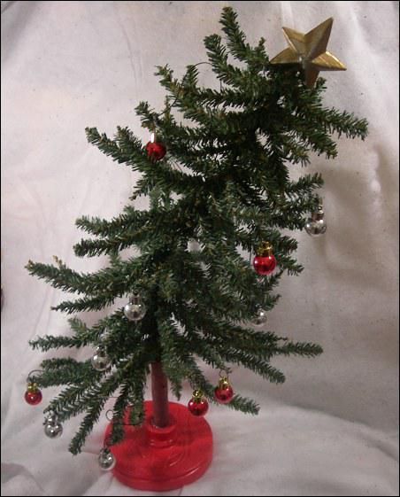 Certains sont richement décorés, dautres manquent clairement dornements ou de couleurs. Véritable symbole des fêtes de Noël, la décoration