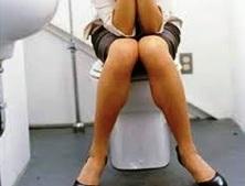 Enfermé dans les toilettes du bureau